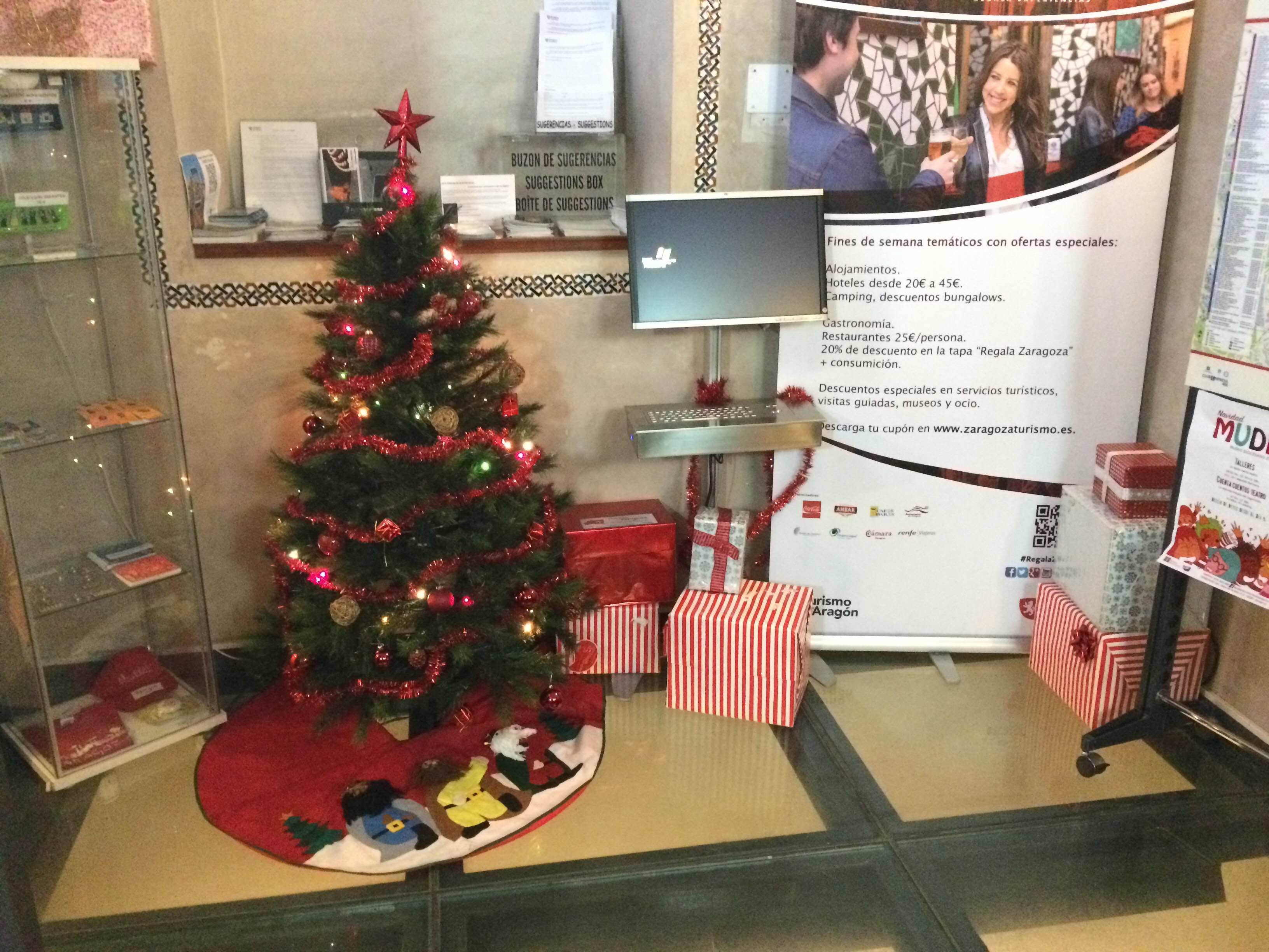 El rbol de navidad el protagonista de la decoraci n - Decoracion de navidad para oficina ...